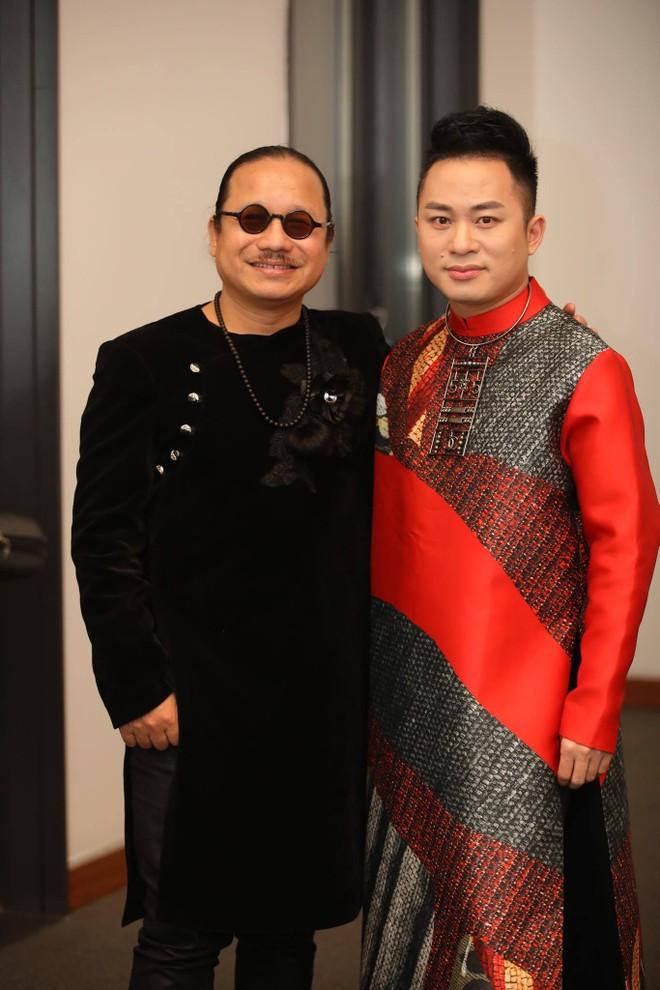 Nghệ sĩ saxophone Trần Mạnh Tuấn và ca sĩ Tùng Dương sẽ tham gia trình diễn cùng danh ca Khánh Ly trong 2 đêm nhạc Trịnh sắp tới tại Hà Nội