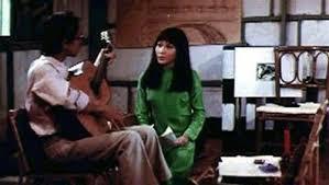 Trong phim, nhạc sĩ họ Trịnh cũng trổ tài đàn hát