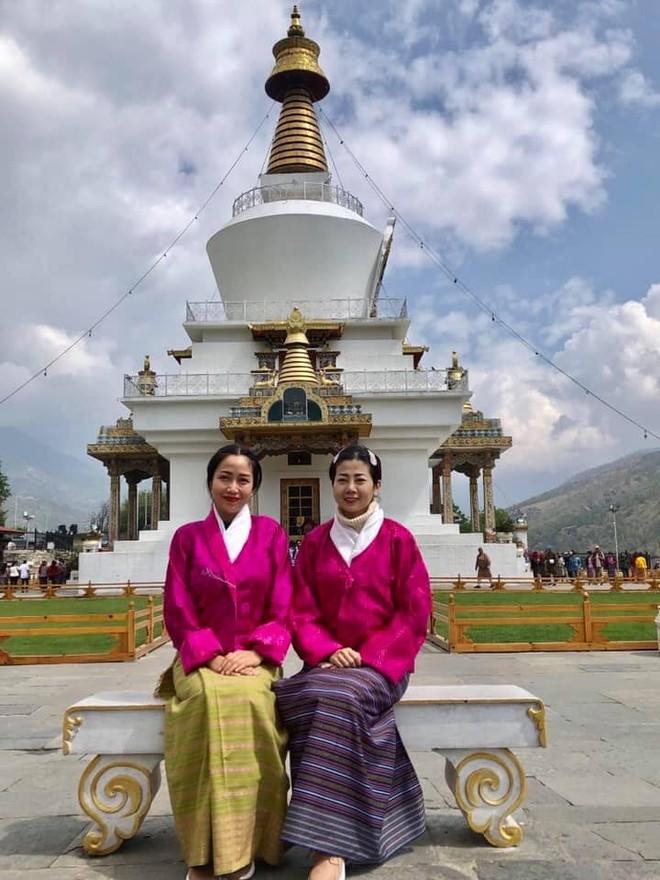 Hình ảnh của Ốc Thanh Vân và Mai Phương trong chuyến đi đến Bhutan