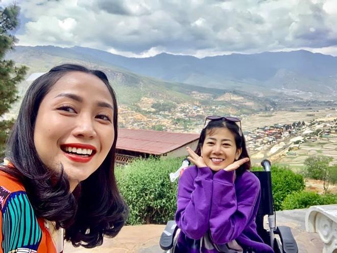 Ốc Thanh Vân và Mai Phương trong chuyến đi đến Bhutan cầu bình an và sức khỏe cho Mai Phương