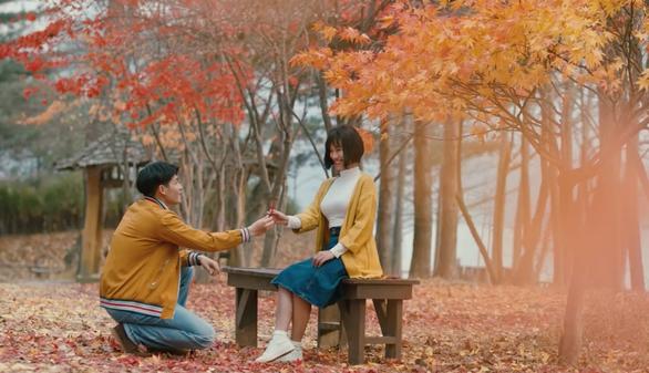 """Cảnh lãng mạn của Hoàng Oanh và Quốc Anh trong """"Ước hẹn mùa thu"""""""