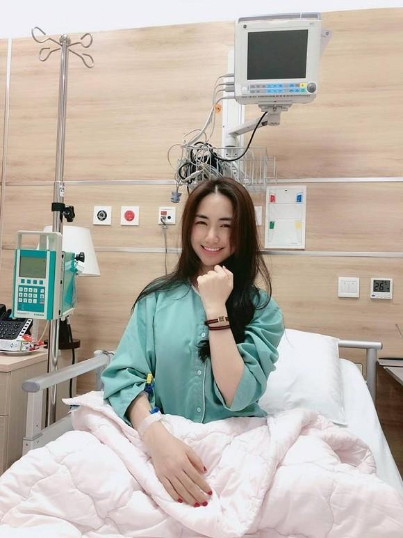 Hình ảnh Hòa Minzy phải nằm viện được chia sẻ cách đây nhiều tháng khiến người hâm mộ lo lắng