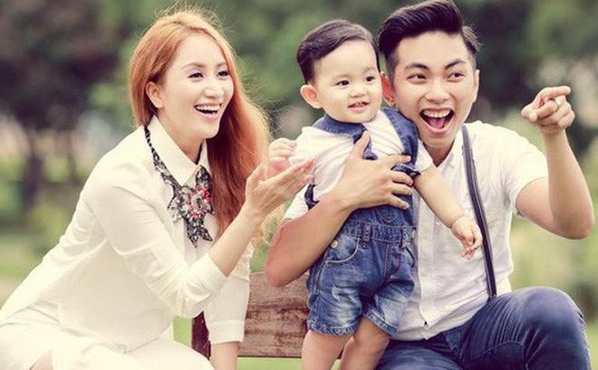 Vợ chồng Khánh Thi - Phan Hiển và cậu con trai đầu lòng