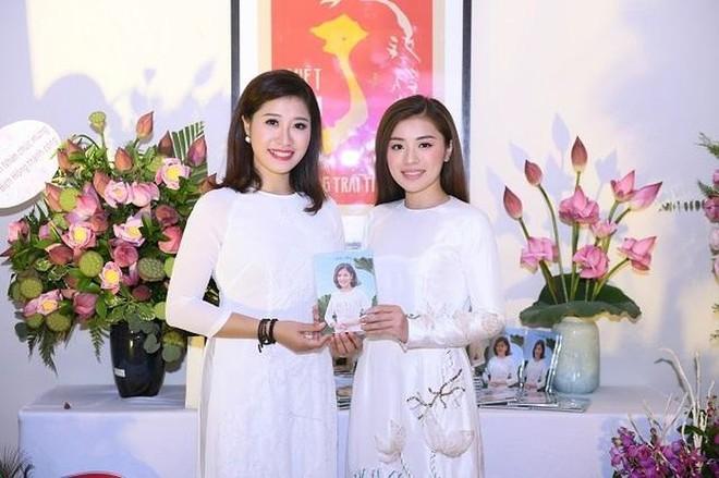 Ca sĩ Bích Hồng và em gái - ca sĩ Thu Hằng