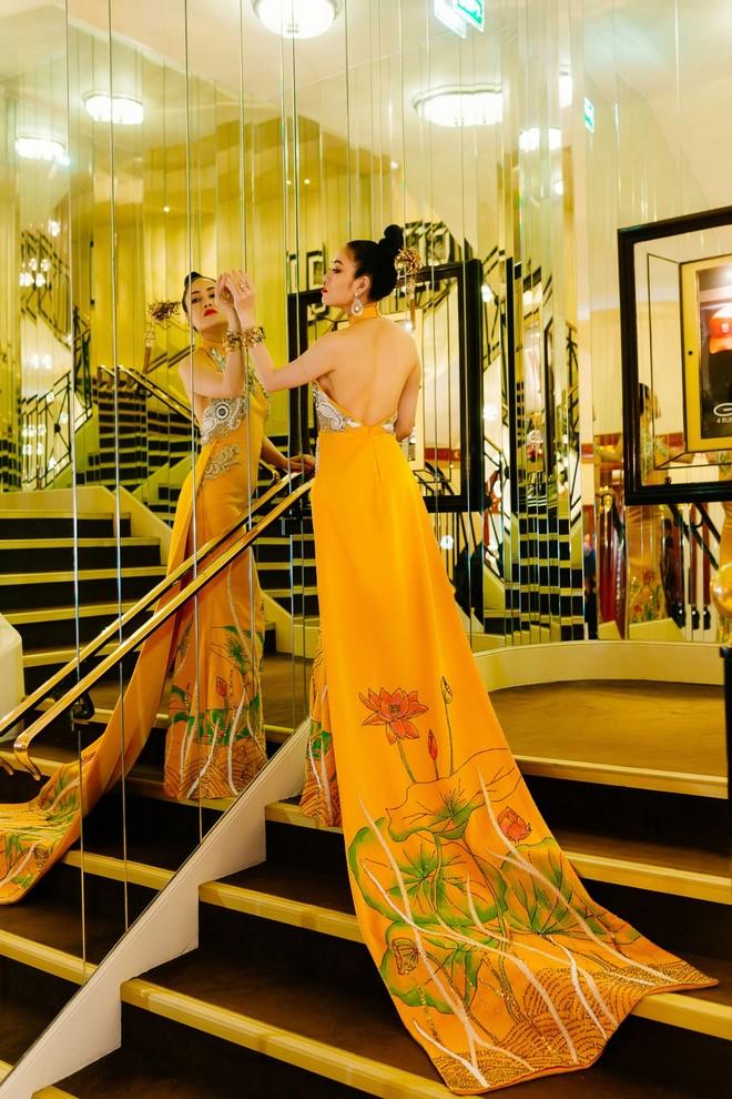 Mỹ nhân Việt gây chú ý trên thảm đỏ LHP Cannes với phong cách đối lập Ngọc Trinh ảnh 10