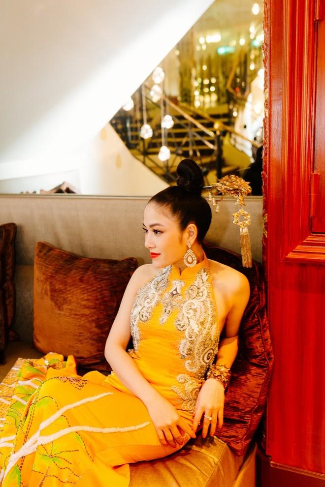 Mỹ nhân Việt gây chú ý trên thảm đỏ LHP Cannes với phong cách đối lập Ngọc Trinh ảnh 11