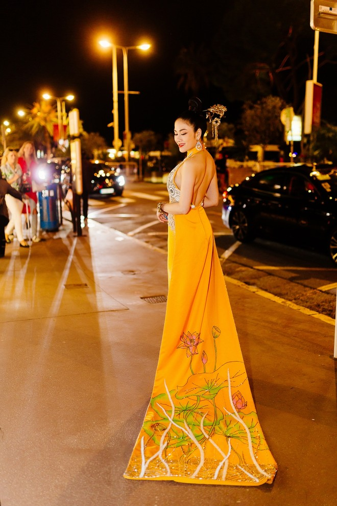 Mỹ nhân Việt gây chú ý trên thảm đỏ LHP Cannes với phong cách đối lập Ngọc Trinh ảnh 7
