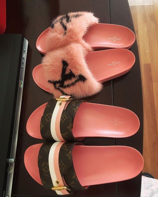 """Đôi dép hàng hiệu được Mai Phương Thúy mua về nhưng """"thấy xinh quá, không nỡ đi"""" nên để trưng bày. Được biết, mỗi đôi có giá lên tới hơn 1.000 USD."""