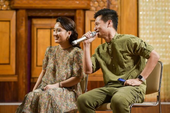 Viết Thành và vợ - Quỳnh Trang