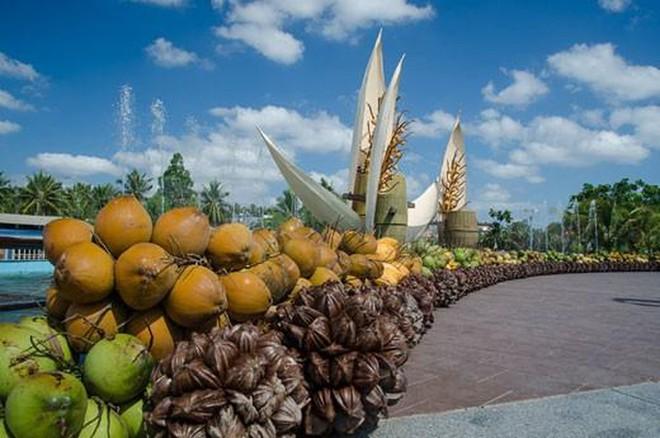 Lễ hội dừa năm nay cũng nhằm mục đích tôn vinh cây dừa, sản phẩm dừa và người sản xuất, chế biến dừa,…