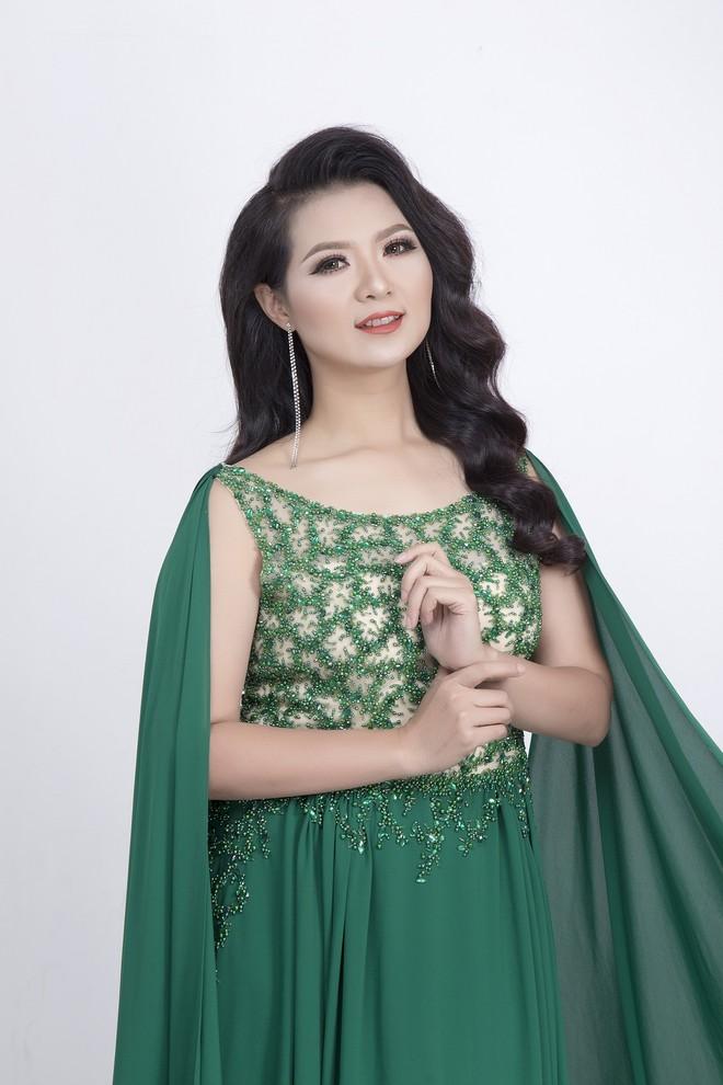 """Dốc 4 tỷ làm 9 album cùng một lúc, Triệu Trang khẳng định không có """"đại gia"""" chống lưng"""