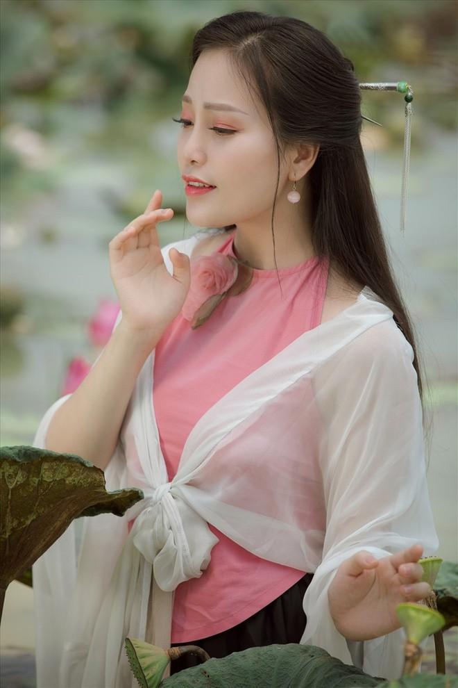 """MV """"Đóa sen ngời"""" lấy cảm hứng từ mối tình Thúy Kiều và Kim Trọng"""