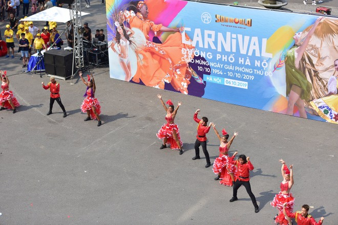 """Ấn tượng lễ hội Carnival đường phố chào mừng """"65 năm Giải phóng Thủ đô"""""""