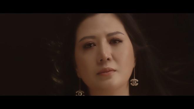 """Ca sĩ Đinh Hiền Anh tự sự về tình yêu: """"Chỉ có mình anh thôi"""""""