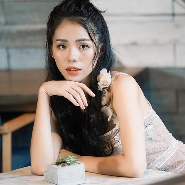 """Không chỉ """"cover"""" ca khúc, """"hiện tượng mạng"""" Hương Ly chính thức tung bài hát riêng"""