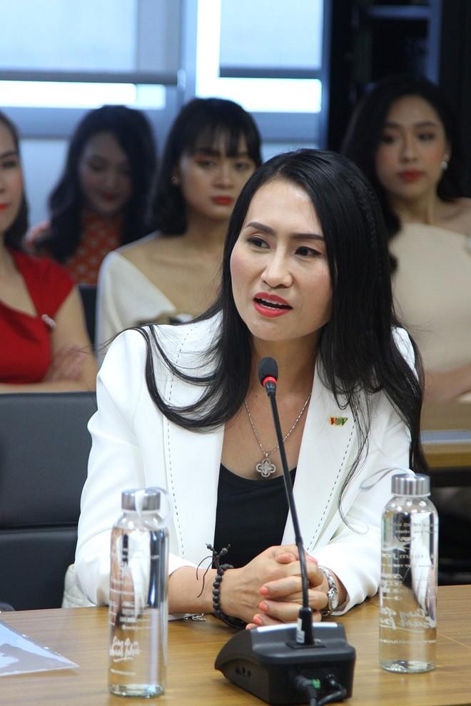 Nhà báo Vũ Thị Thanh Tâm - Trưởng Ban giám khảo cuộc thi