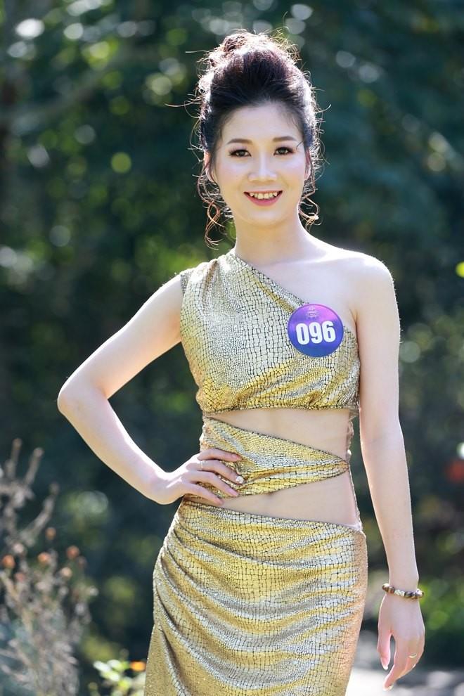 """25 thí sinh """"Người đẹp xứ Mường 2019"""" khoe sắc trong trang phục dạ tiệc"""