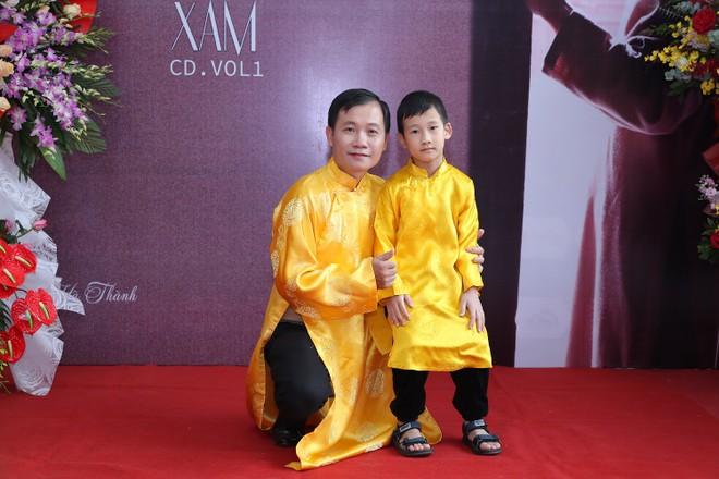 Nhạc sĩ Nguyễn Quang Long và con trai
