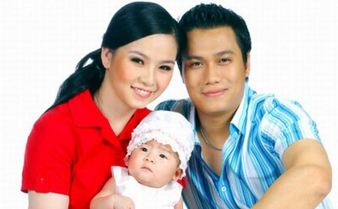 """Việt Anh và người vợ đầu tiên khi cả hai còn chung sống. Bé Dâu Tây cũng là """"trái ngọt"""" trong cuộc hôn nhân của cả hai."""