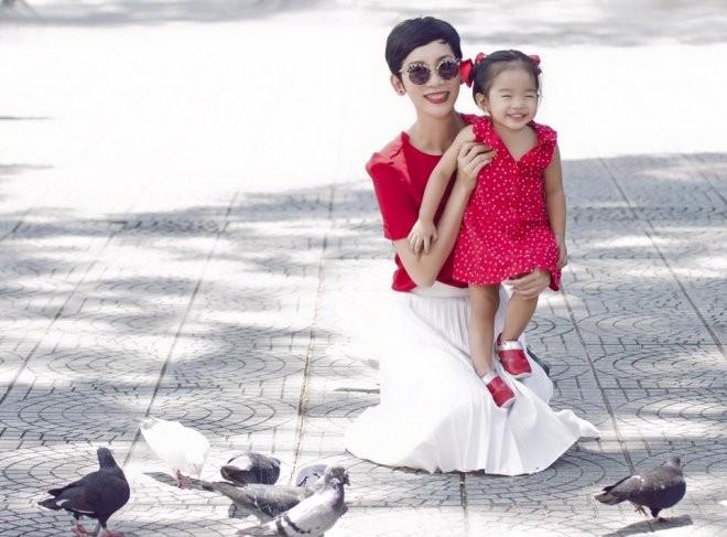 Xuân Lan là một trong những người nổi tiếng trong showbiz Việt làm mẹ đơn thân