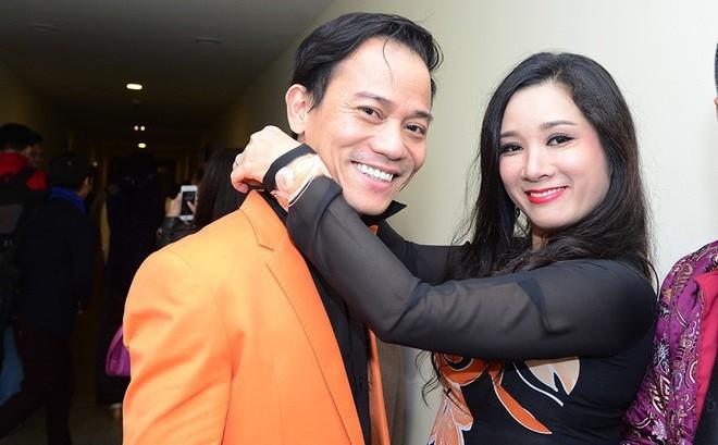 4 năm kể từ khi kết hôn với nhau, đến nay vợ chồng Thanh Thanh Hiền và Chế Phong vẫn giữ lối sống kín tiếng. Trước khi đến với nhau, cả hai đều từng trải qua đổ vỡ trong hôn nhân và có các con riêng. Cụ thể, Thanh Thanh Hiền có 2 cô con gái riêng, còn Chế Phong cũng có 3 người con với vợ trước.
