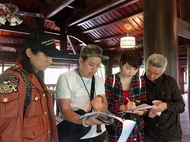 """Mai Thu Huyền cùng êkip sản xuất trao đổi về việc làm phim """"Kiều"""""""