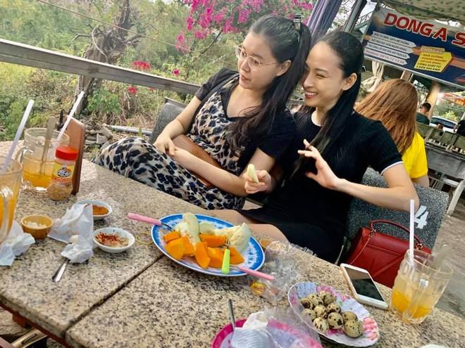 Phương Nga và cô bạn thân thiết - Thùy Dung