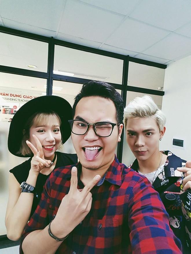 """Khắc Hưng (giữa) cùng hai ca sĩ thể hiện ca khúc """"Ghen Cô Vy"""" - Min và Erik"""