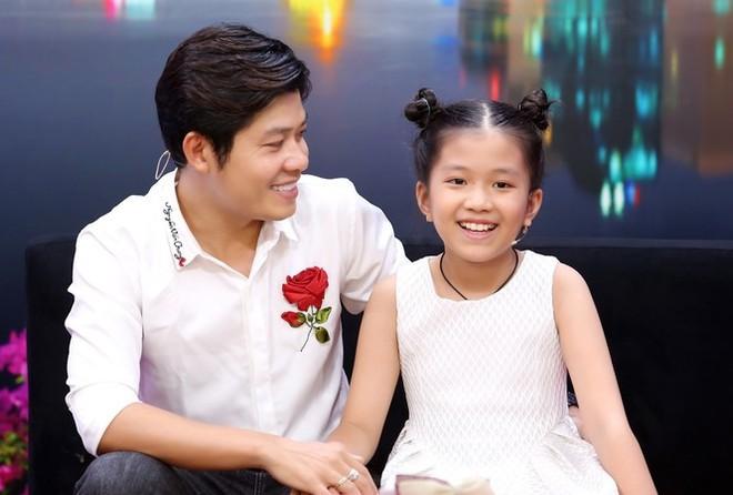 Nhạc sĩ Nguyễn Văn Chung và con gái nuôi Suri Kim Anh