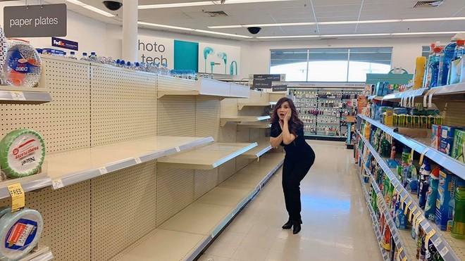 Trizze Phương Trinh ghi lại hình ảnh hài hước khi đi tìm mua giấy vệ sinh trong siêu thị mà đều hết sạch