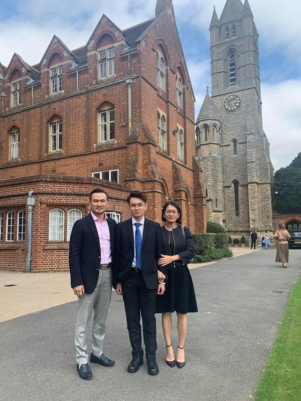 Chi Bảo cùng vợ cũ hội ngộ khi đưa Gia Cát sang Anh du học