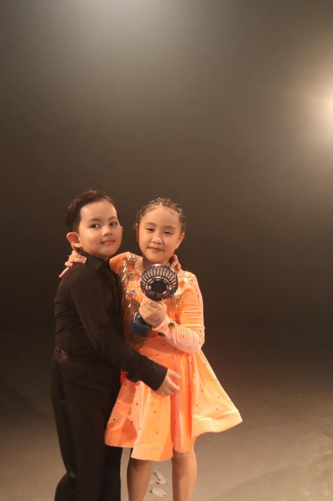 """Kubi và bạn diễn - bé Sâu trong MV nhạc Dance """"Bánh mì không"""""""