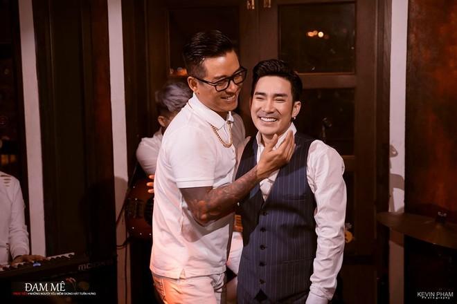 Quang Hà là nghệ sĩ khách mời trong số đầu tiên của chương trình diễn ra tối 21-3 vừa qua
