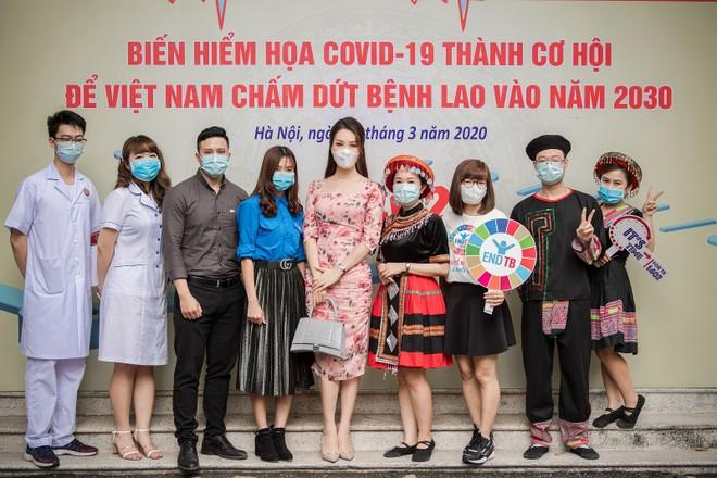 Á hậu Thụy Vân kêu gọi mọi người quyên góp giúp đỡ bệnh nhân lao