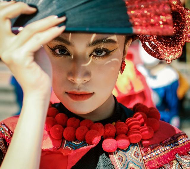 """Hoàng Thùy Linh chiến thắng ở cả 4 hạng mục của giải """"Cống hiến 2020"""""""
