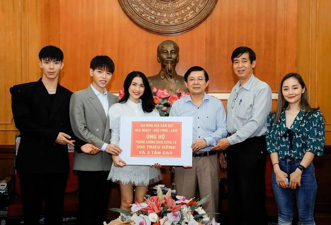 """Hàng loạt """"sao"""" Việt tiếp tục quyên góp ủng hộ cuộc chiến chống Covid-19"""