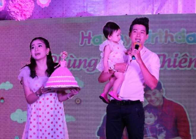Phùng Ngọc Huy cùng Mai Phương tổ chức sinh nhật 1 tuổi cho con gái - bé Lavie