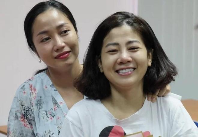 Ốc Thanh Vân luôn sát cánh bên cạnh Mai Phương trong suốt quá trình nữ diễn viên chiến đấu với bệnh tật