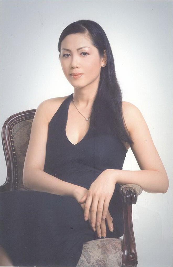 """Điều ít biết về người đẹp suýt """"soán"""" ngôi Hoa hậu của Hà Kiều Anh"""