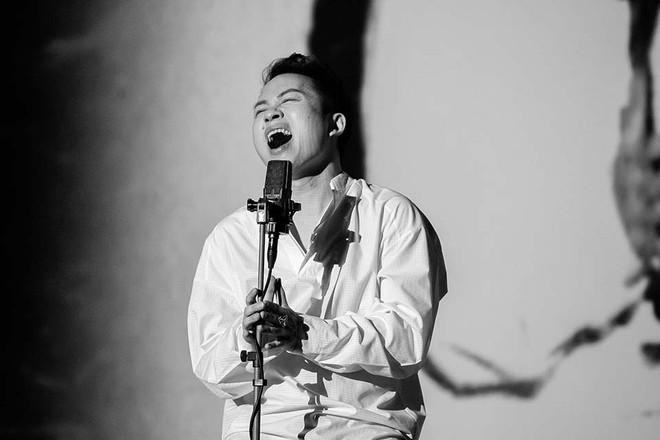 """Tùng Dương gây """"sốt"""" với màn song ca cực xúc động với cố nhạc sĩ Trần Lập"""