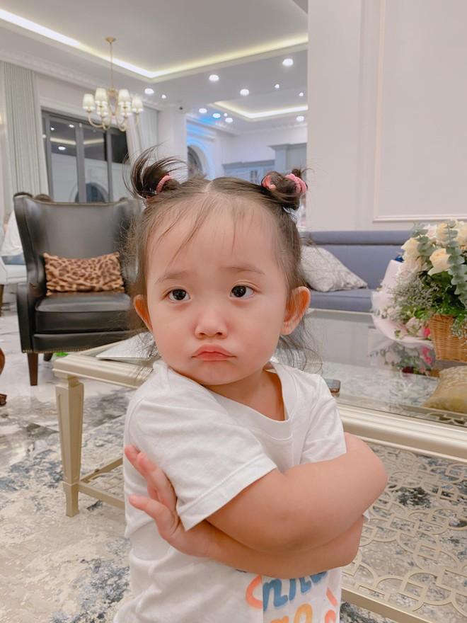 Bé Anna - cô con gái út đáng yêu của vợ chồng Khánh Thi và Phan Hiển