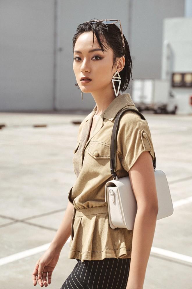 """Hồ Thu Anh sinh năm 1994 tại Hà Nội, được khán giả chú ý sau khi tham gia cuộc thi """"The Face"""" và trở thành học trò trong đội của huấn luyện viên - siêu mẫu Thanh Hằng."""