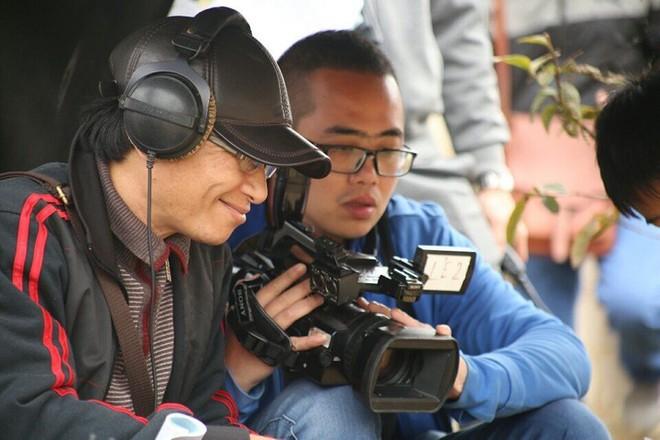 Đạo diễn Mai Hồng Phong chỉ đạo sản xuất trên phim trường