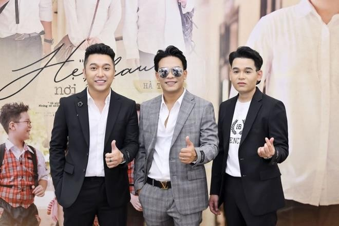 Từ trái qua: ca sĩ Yanbi, nhạc sĩ Dương Trường Giang và ca sĩ Hà Trung