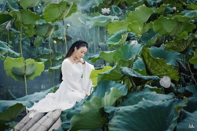 """Ca sĩ Hoa Trần """"cover"""" bài """"hit"""" của Hoài Lâm theo phong cách cổ trang"""