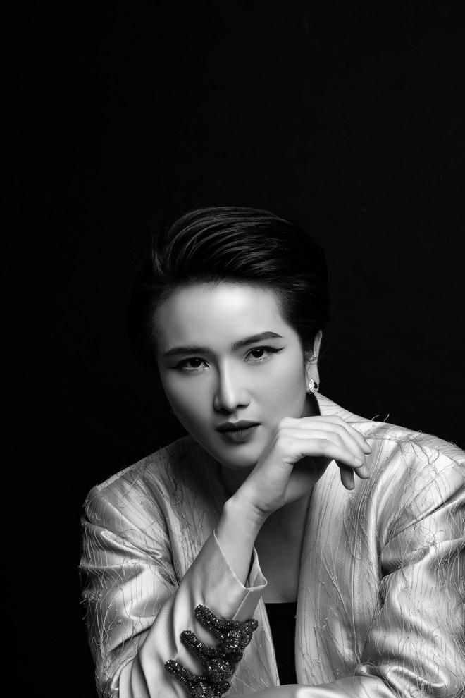 Hoa hậu Cao Thùy Dương kể về thời đọc tin rao vặt để tìm việc