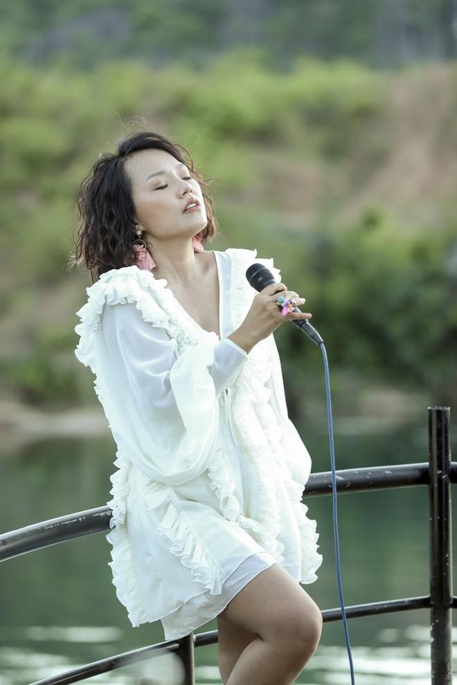 Ca sĩ Thái Thùy Linh kêu gọi quyên góp khẩu trang ủng hộ y bác sĩ Đà Nẵng