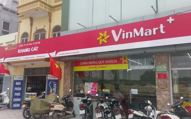 Nhiều thương hiệu lớn với đầy đủ đặc trưng vẫn hiện diện trên phố Lê Trọng Tấn