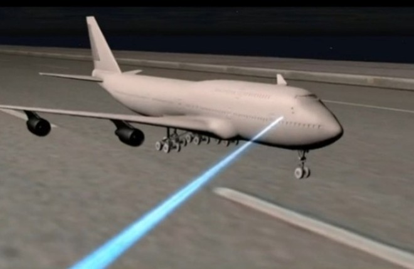 Các vụ chiếu tia lazer vào sân bay ảnh hưởng lớn tới an toàn bay