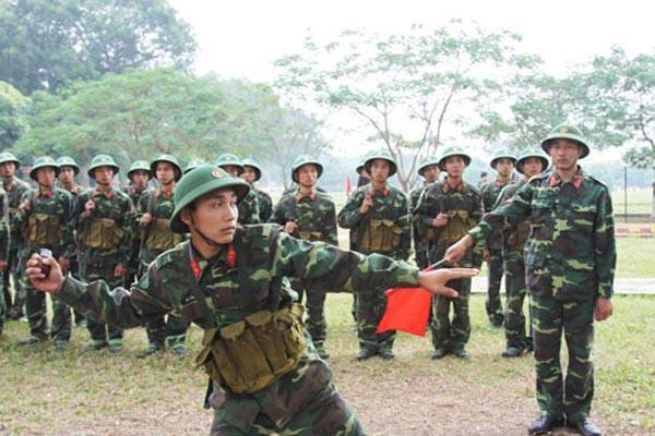 Chiến sỹ lực lượng vũ trang Thủ đô luyện tập trên thao trường (Ảnh: Hanoimoi.com.vn)